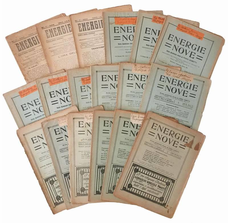 """Lotto di 19 numeri della rivista """"Energie nove""""."""