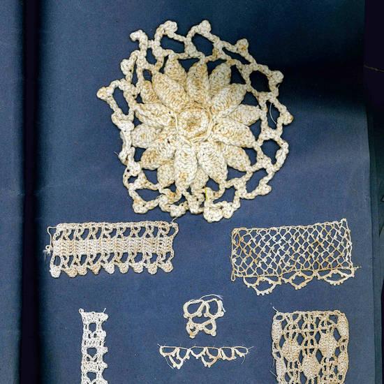 Album contenente diversi esempi di merletti