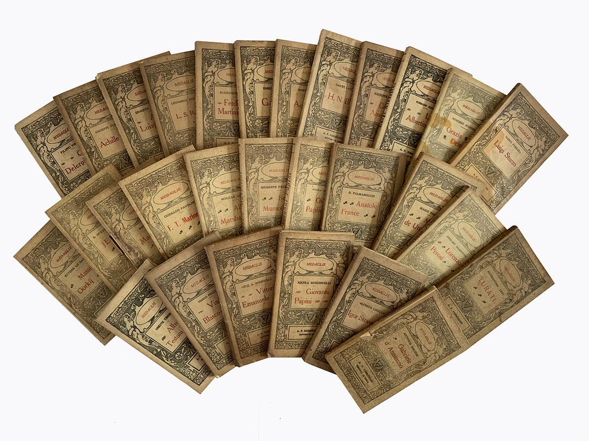 Lotto completo di 29 numeri della collana Medaglie.